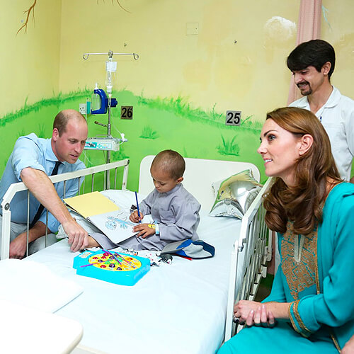 Prince Willam and Kate comfort child patients at Shaukat Khanum Hospital